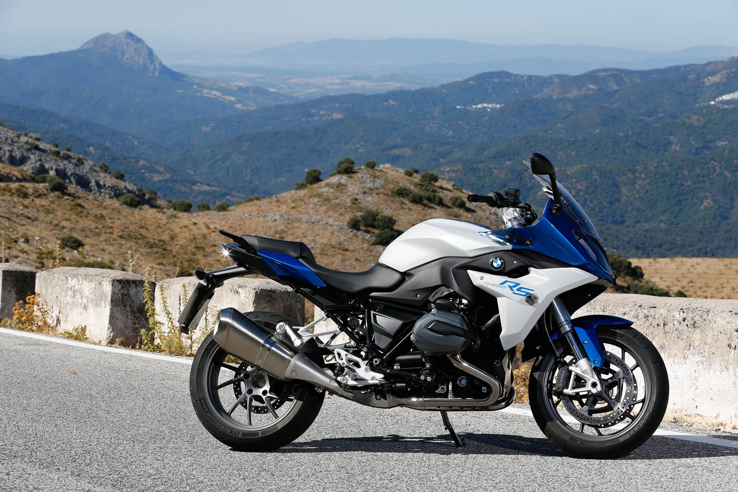 the new bmw r 1200 rs 2015 a tourer which combines. Black Bedroom Furniture Sets. Home Design Ideas