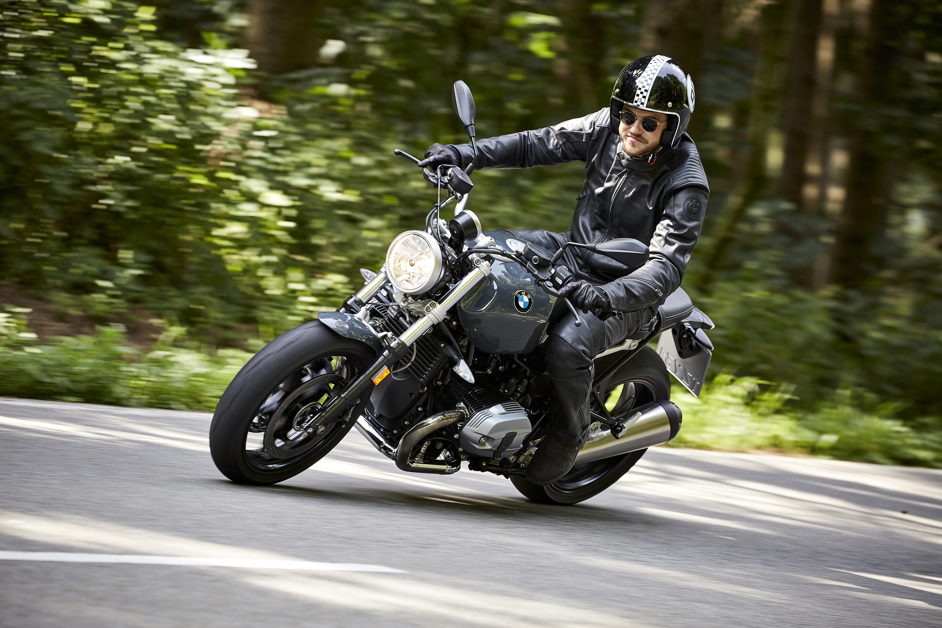 the new bmw r ninet racer and r ninet pure stylish. Black Bedroom Furniture Sets. Home Design Ideas