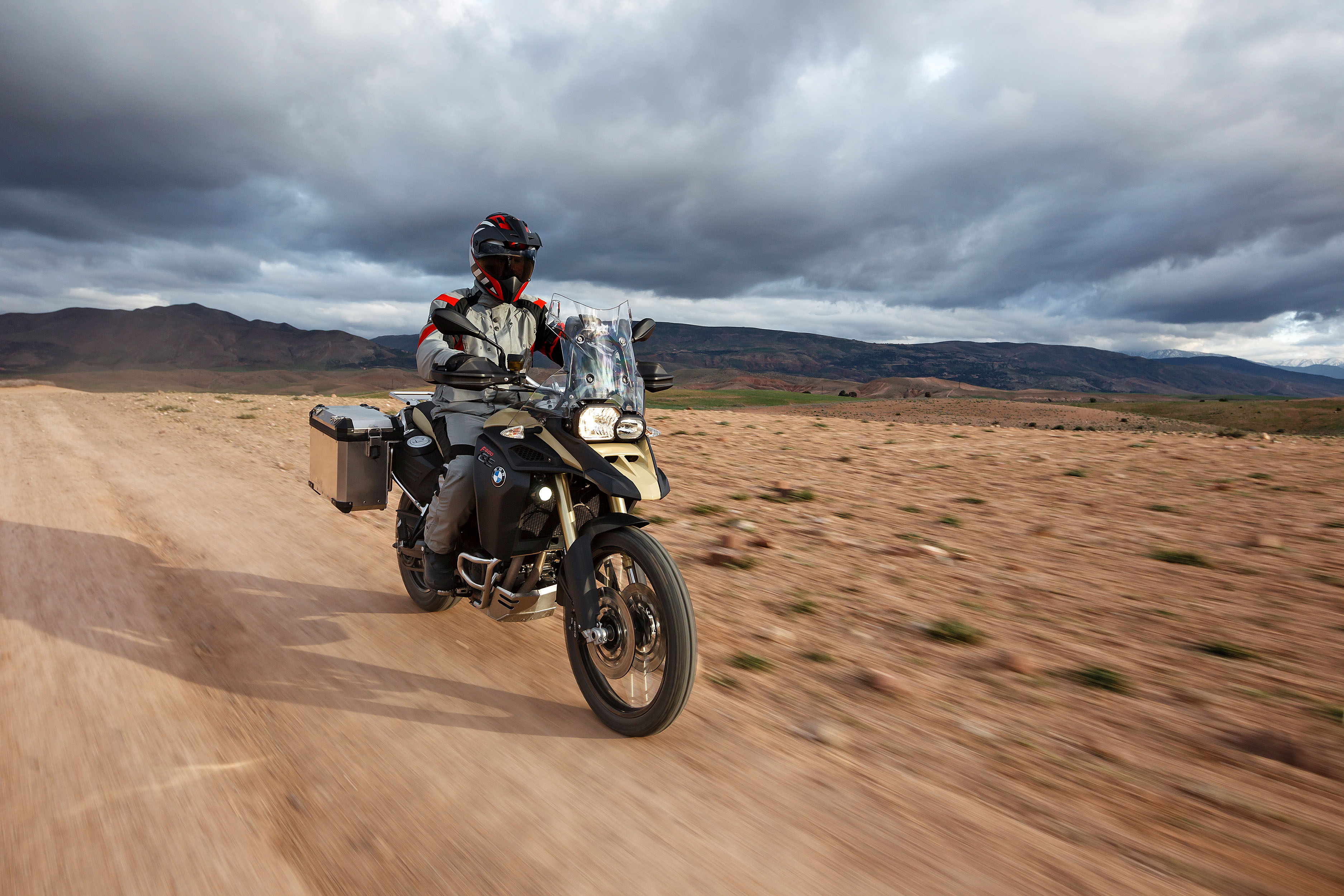 the new bmw f800gs adventure little brother of bmw r1200gs. Black Bedroom Furniture Sets. Home Design Ideas