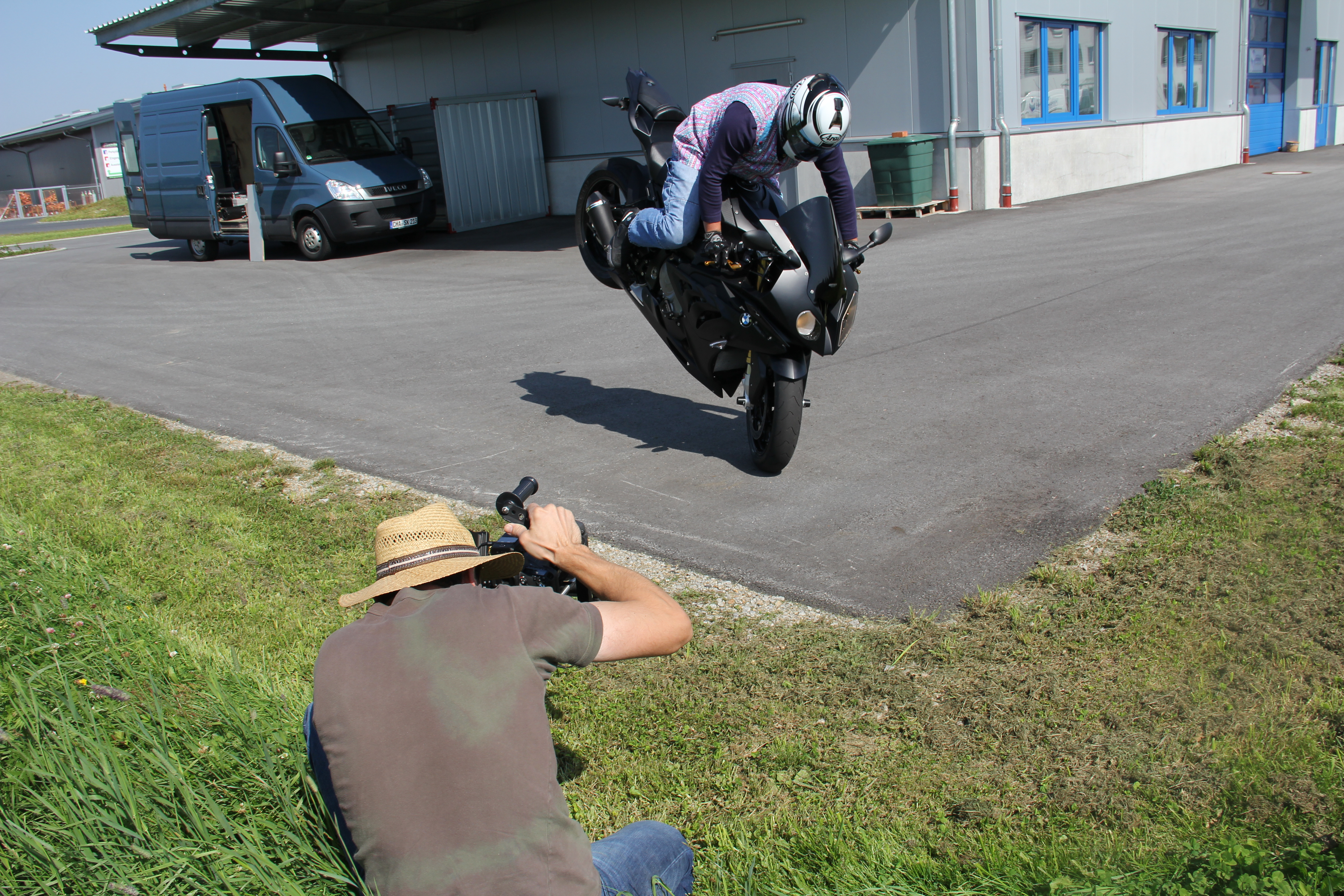Granny Hornig and BMW S1000RR this is how to do Wheelies and Burn