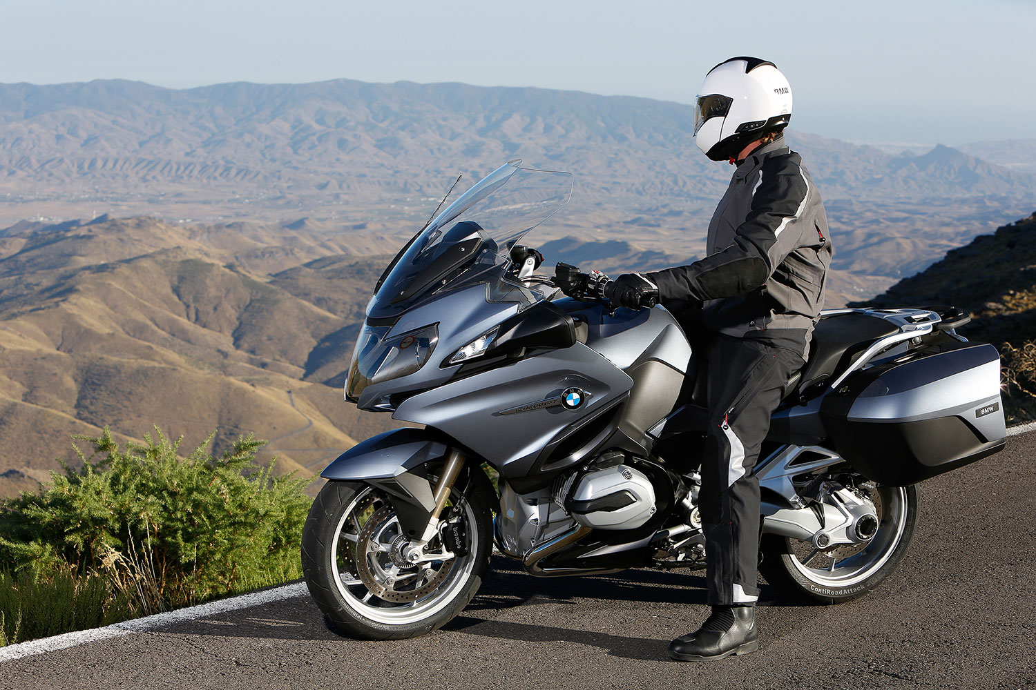 the new bmw r1200rt lc 2014 sophisticated design. Black Bedroom Furniture Sets. Home Design Ideas